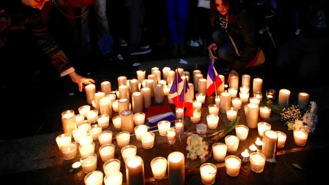 Atacante de Nice enviou foto a sorrir e no meio da multidão