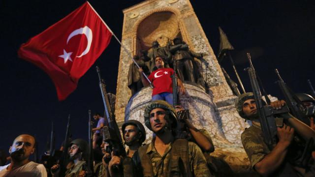 Já são 16 os turcos que pediram asilo na Grécia após golpe