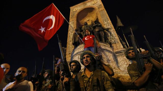 Mais de 50 soldados detidos na Turquia por ligação a tentativa de golpe