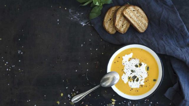 No verão (e pela manhã) também se come sopa e esta é detox