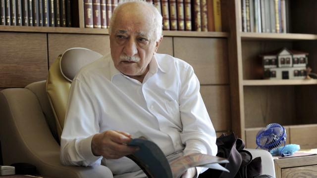 Autoridades turcas detêm pessoas com t-shirt de suposto apoio a Gülen