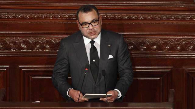 """Rei de Marrocos entende que modelo de desenvolvimento """"continua incapaz"""""""