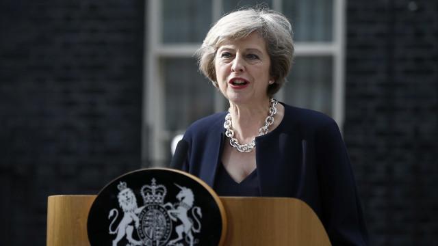 May vai à Irlanda do Norte reafirmar compromisso com fronteira aberta