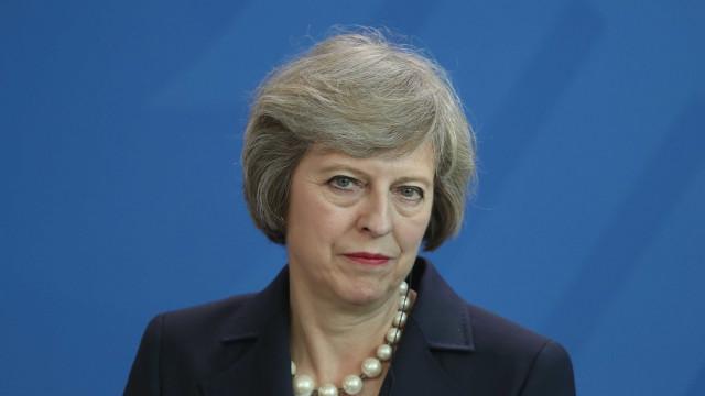 May em digressão pelo Reino Unido para marcar um ano antes do Brexit
