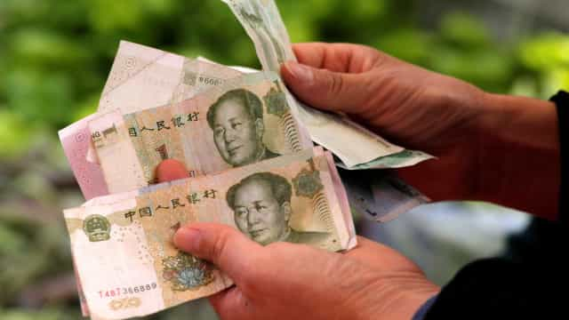 China introduz novos limites ao levantamento de dinheiro no estrangeiro