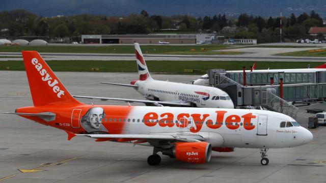 easyJet 'esqueceu' passageiros no Porto e voou para Lisboa