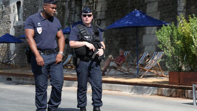 Polémica sobre segurança continua em França