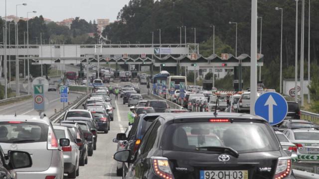 """""""Não é sensato"""" abolir portagens na A1, diz Bloco. CDS 'concorda'"""