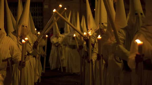 Editorial de jornal dos EUA pede regresso das 'night rides' do KKK