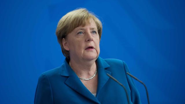 """Merkel fala em """"noite de horror"""" após tiroteio em centro comercial"""
