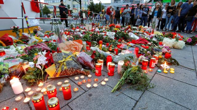 Muçulmano grita 'Allahu Akbar' durante funeral das vítimas de Munique