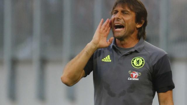 Antonio Conte explica condição de suplente de David Luiz