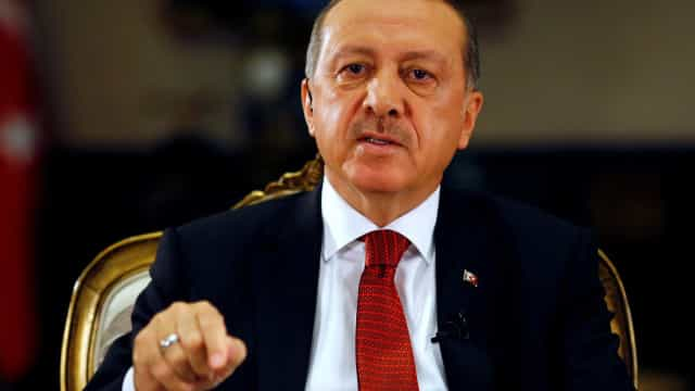 """Erdogan acusa EUA de darem """"facada nas costas"""" da Turquia"""