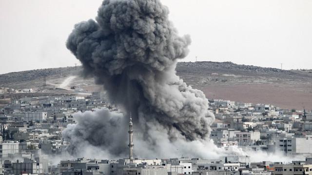 Síria: Aeroporto militar do regime alvo de ataque com mísseis