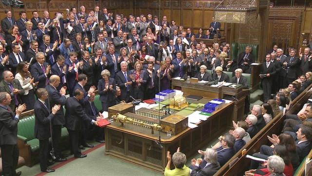 Deputados portugueses enfrentam incertezas no parlamento britânico