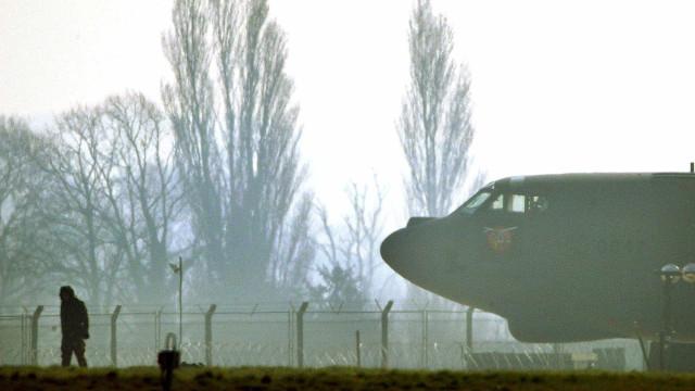 Avião aterra de emergência na base das Lajes, passageiro morreu