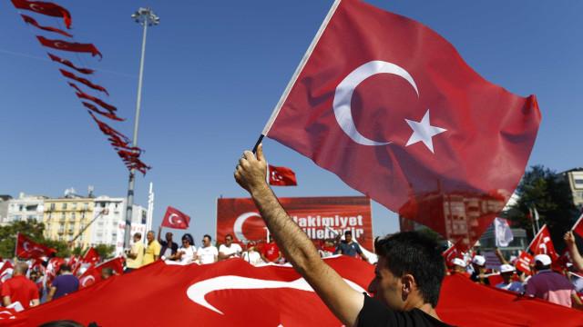Turquia deixa aviso a EUA em dia de visita de Erdogan à Rússia