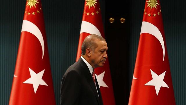 Mais poderoso, Erdogan fala na pena de morte e pode governar até 2029
