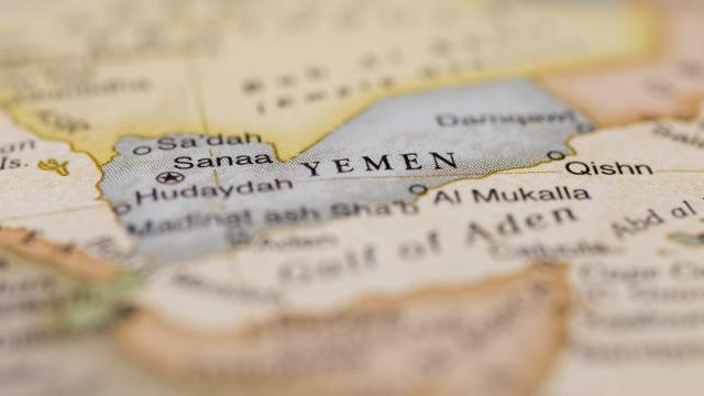 Ataques aéreos no Iémen fazem 30 mortos e dezenas de feridos