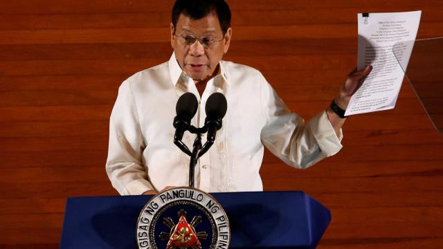 """Duterte: é preciso """"disparar nas vaginas"""" das guerrilheiras comunistas"""