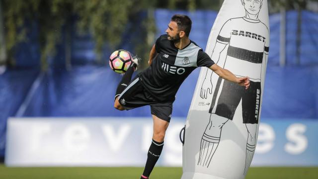 Adrián López pode estar perto de regressar ao futebol espanhol