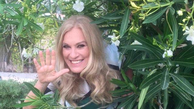 """""""Calorzinho bom"""": Teresa Guilherme vai a banhos e publica foto em biquíni"""