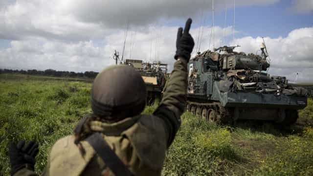 Israel lançou ataque contra objetivos iranianos e sistema de defesa sírio