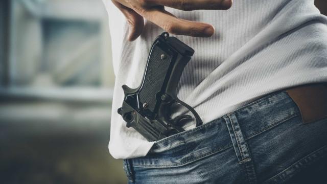 Suíça realiza referendo sobre limitação da posse de armas