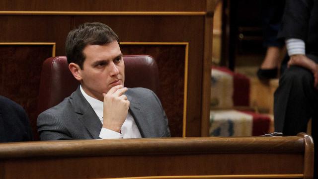 """Rivera defende aplicação da Constituição para """"proteger os catalães"""""""