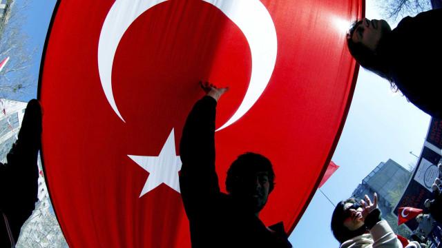 Chefes da diplomacia da UE apelam ao diálogo com a Turquia