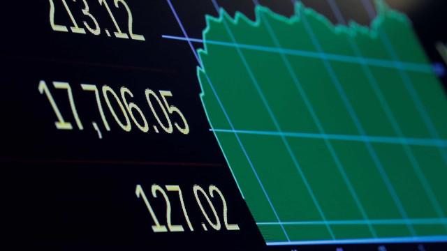 Mercados acionistas norte-americanos encerram em alta
