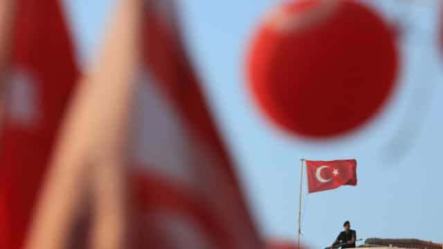 Governo turco demite 28 presidentes de câmara