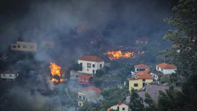 Em três dias, mais de 375 fogos atingiram 8 distritos do Centro e Norte