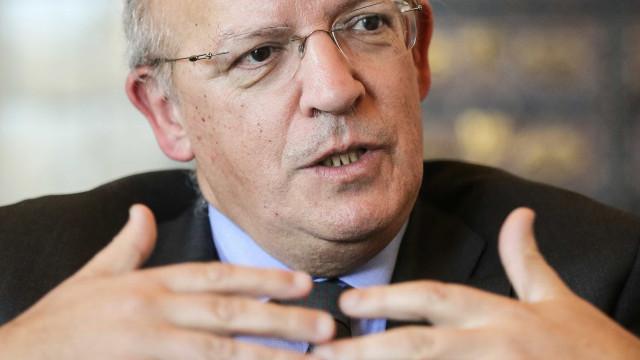 Parlamento aprova audição de Santos Silva sobre listas transnacionais