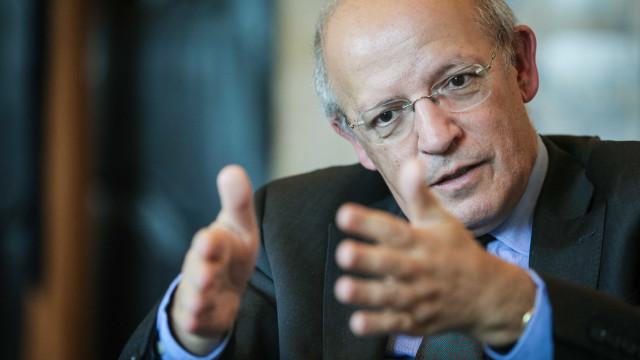 """Schäuble deixa Finanças alemãs """"apresentando Portugal como exemplo"""""""