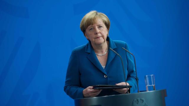 """Merkel pede """"respostas europeias"""" porque o """"mundo não espera"""""""