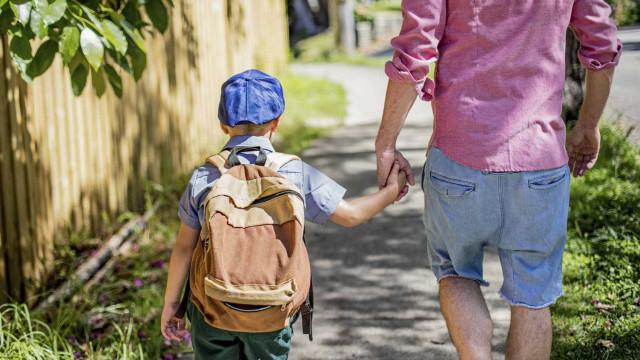 Inviabilizada proposta para alargar dispensa dos pais no 1.º dia de aulas