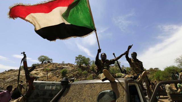 Pais de jovem sudanesa que matou marido violador esperam por milagre