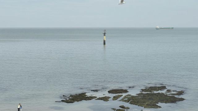 Marinha britânica impede imigrantes de passar no Canal da Mancha