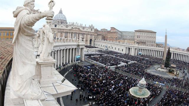 Chefe do departamento de comunicação do Vaticano demite-se