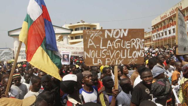 Governo do Gabão anuncia controlo de tentativa de golpe de Estado