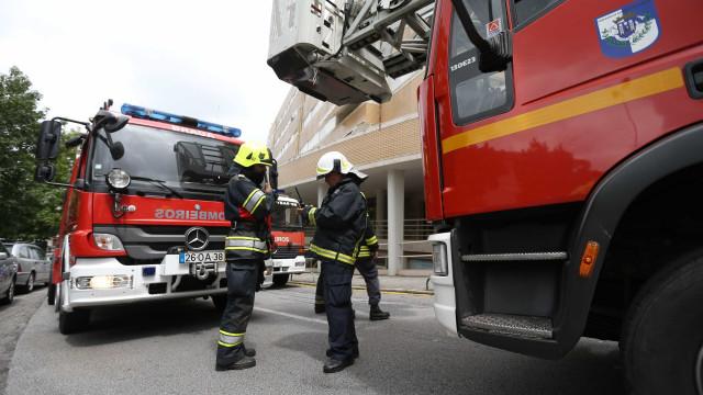 Colisão frontal faz três feridos e condiciona trânsito em Famalicão