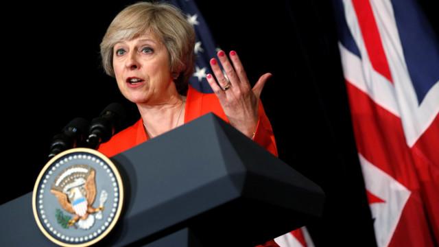 """May adverte UE de que """"ameaça russa não respeita fronteiras"""""""