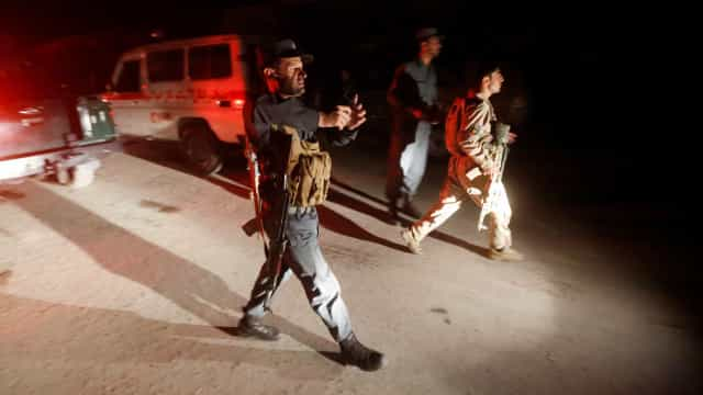 Pelo menos 24 civis mortos e 42 feridos em atentado suicida em Cabul
