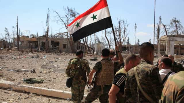 A bandeira da Síria será hasteada onde a revolta deu lugar à guerra