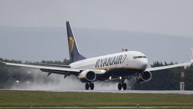 Passageiros da Ryanair com voos cancelados devem reclamar com a companhia