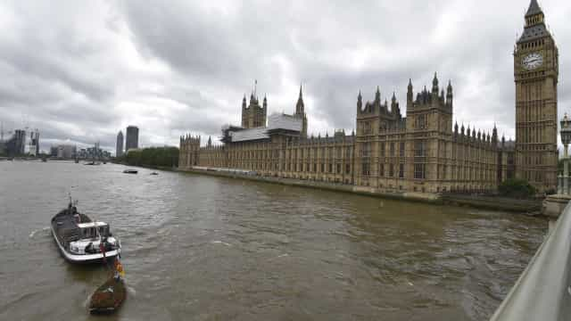 Sem-abrigo encontrado morto perto do Parlamento britânico é português
