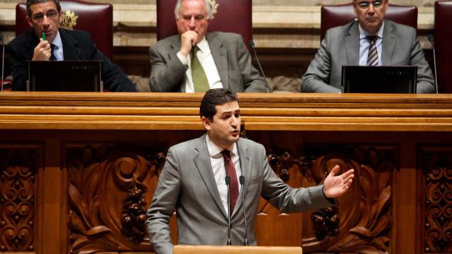"""Líder parlamentar do PSD considera que resultados """"não honram partido"""""""
