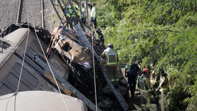 Haverá uma quinta vítima mortal encarcerada no comboio acidentado