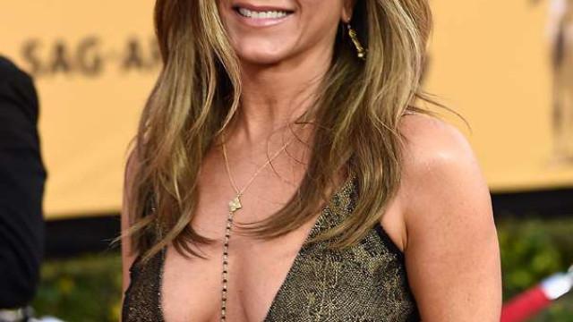 """Aos 49 anos, Jennifer Aniston pondera recorrer à """"ciência"""" para ser mãe"""